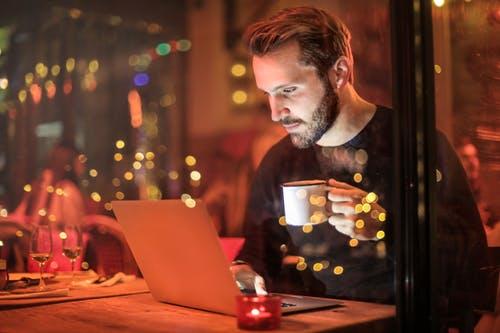 prevara na internetu, virtualna ljubav, prevarant