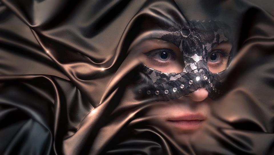 Tko to nosi masku na lijepom licu?